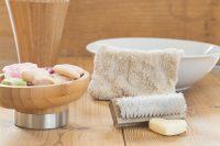 Masaż dobrym i naturalnych serum na cellulit to gwarancja gładkiej skóry.
