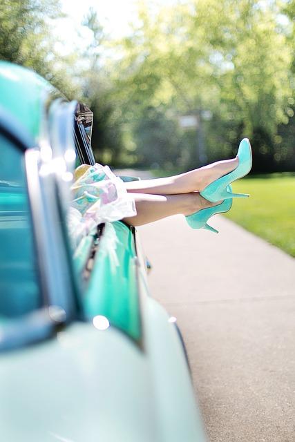 Gładkie i jędrne nogi bez cellulitu można osiągnąć naturalnymi preparatami.